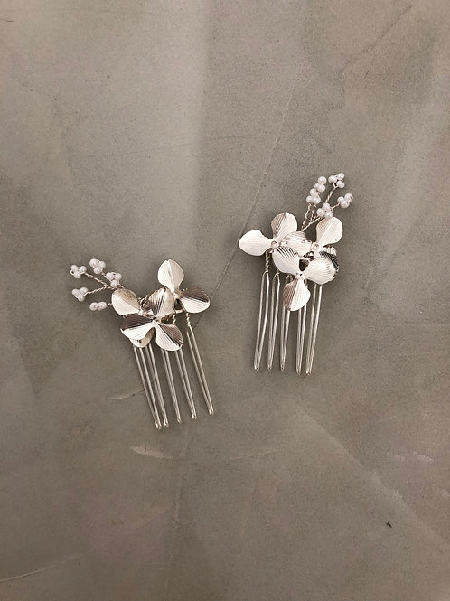 35 Silver flower mini hair comb with white beads