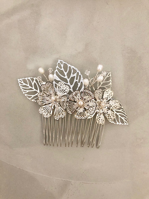 67 Silve medium hair comb