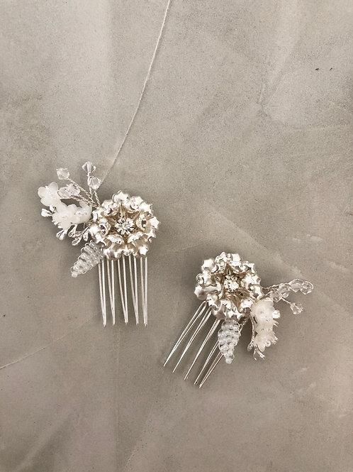 32 Silver flower mini hair comb set (White)