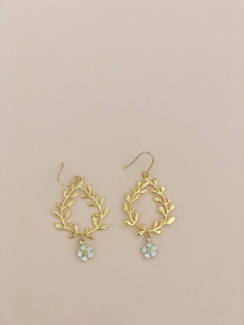 06 Olive earrings with white flower