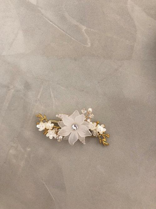 10 Joyce brooch (White)