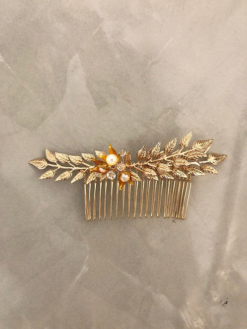 83 Olive hair comb (freshwater pearl)