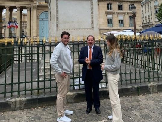 Le pâtisser Julien LEVENEUR en visite à l'assemblée nationale