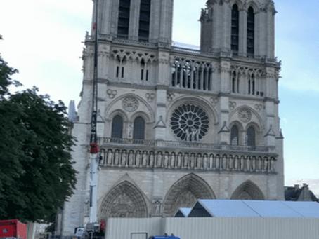 Fermeture du parvis de Notre-Dame de Paris en raison de la présence de plomb