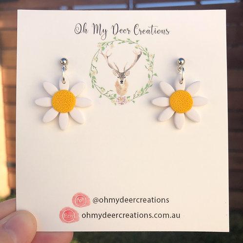 200 - Single Drop Yellow Polymer Clay Daisies