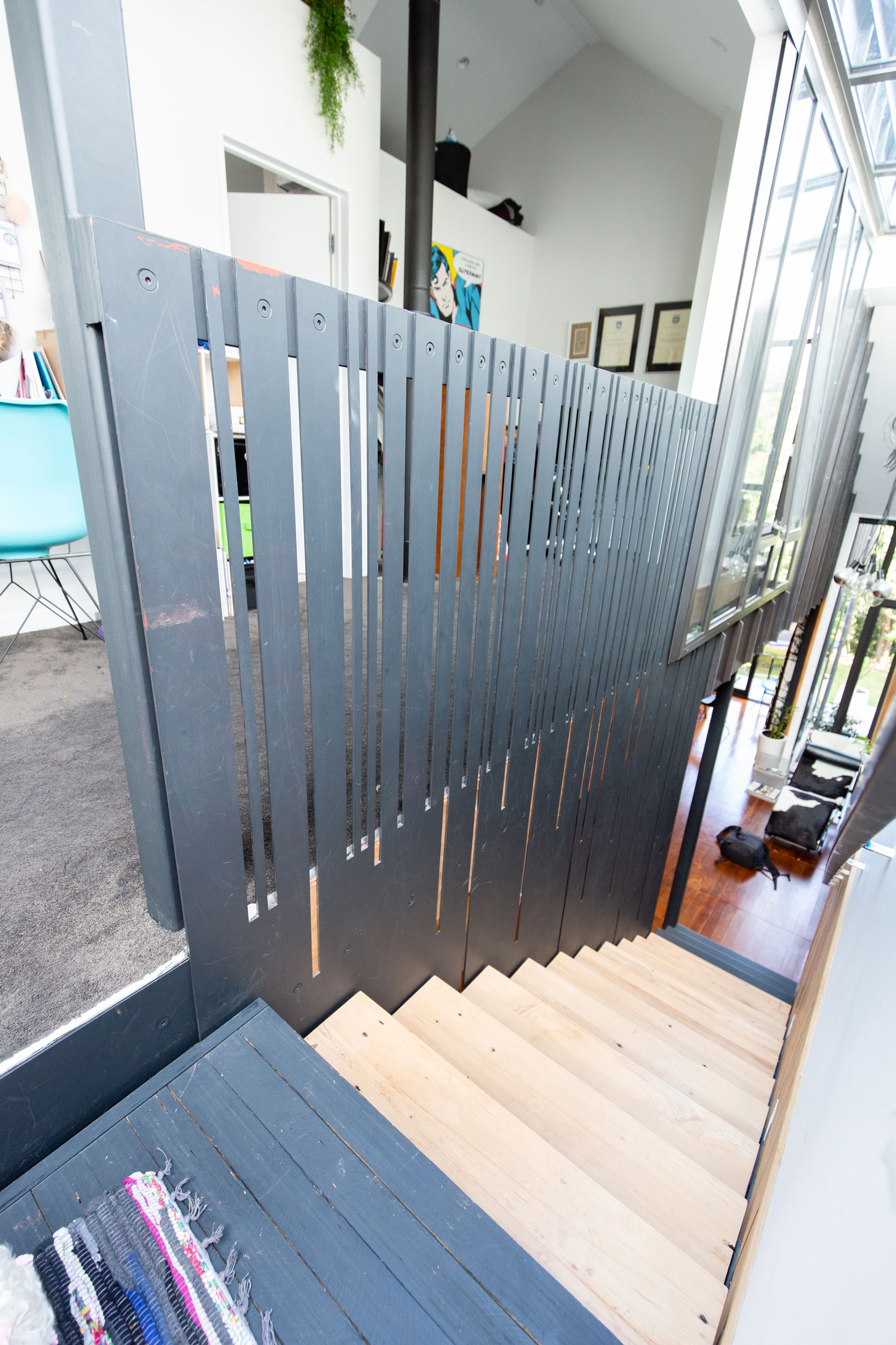 The steel from the balustrade was laser cut for precise lines