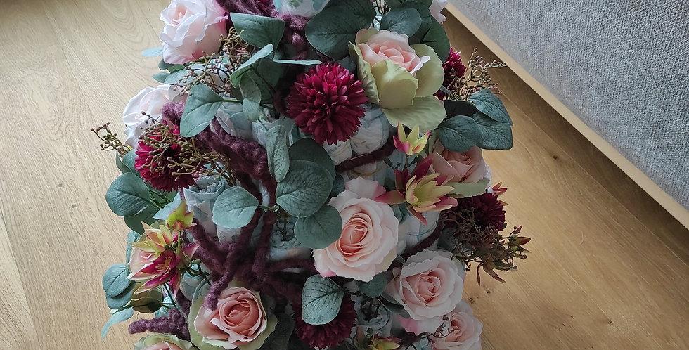 Windeltorte mit Kunstblumen