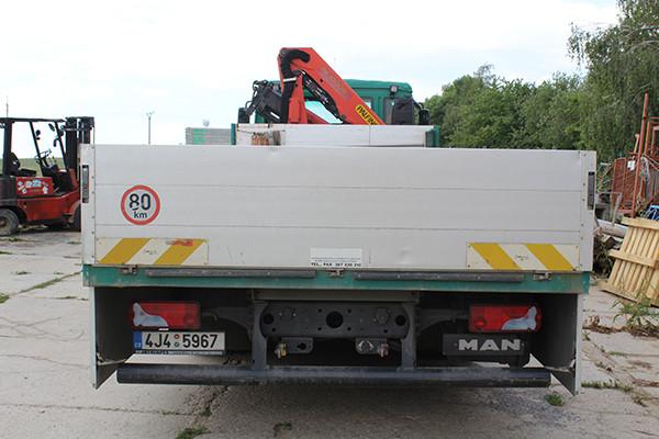 Nákladní vůz Man s hydraulickým ramenem