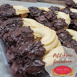 petit-four-ferradura-de-chocolate-biscoi