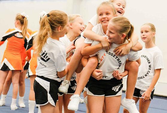 aloita cheerleading dignity