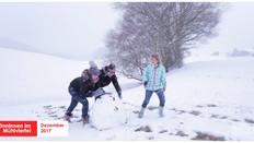 SchneemännInnen im Mühlviertel   Videoproduktion bei Schneetreiben.
