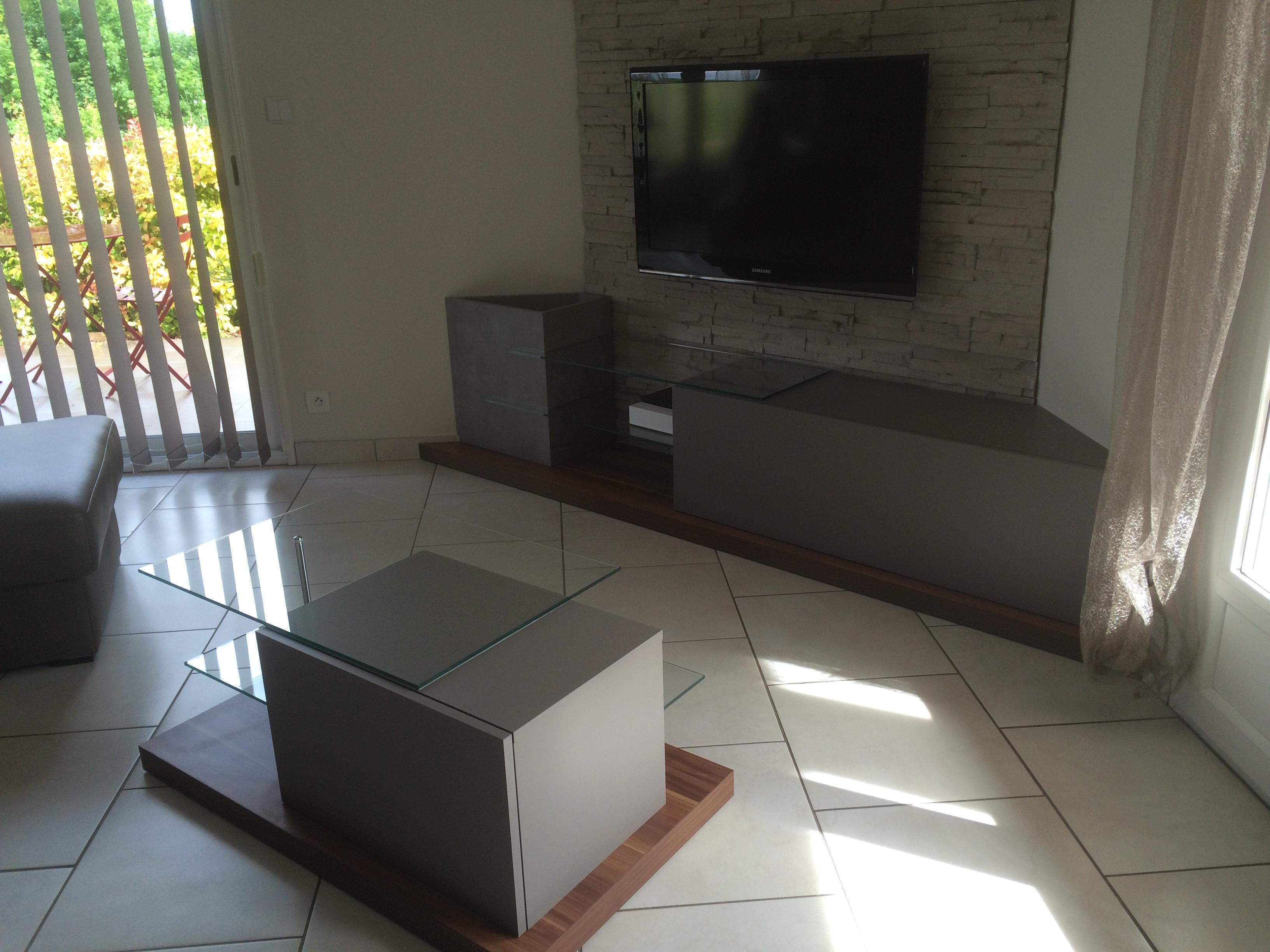 Composition Tv et table basse
