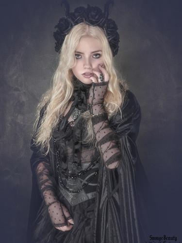 Hanna-Neogard.Dark Fashion-2.jpg