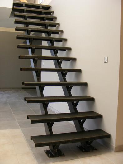 escalier double limon marche acier.JPG