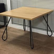table avec des pieds modèle twist