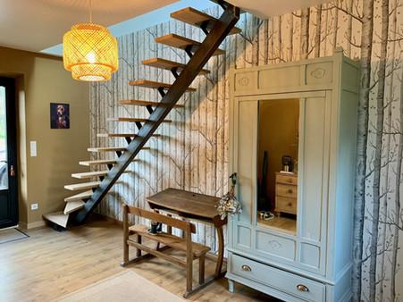 escalier marches en bois.jpeg