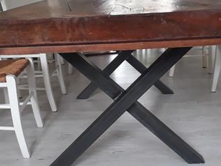 Relookerune table monastère avec des pieds de table en acier