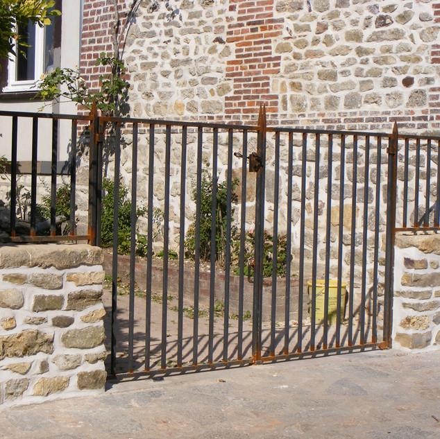 portail en acier brut