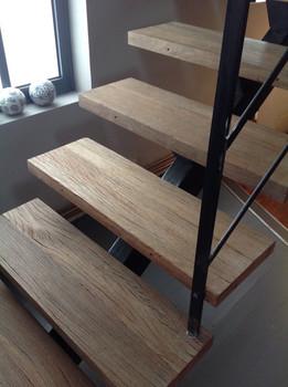escalier acier et bois.JPG