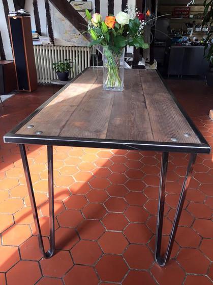 table haute hairpin legs.jpg