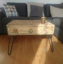 table basse réalisée avec un tiroir