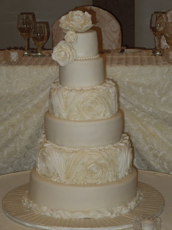 Ruffles wedding cake ,200 personnes