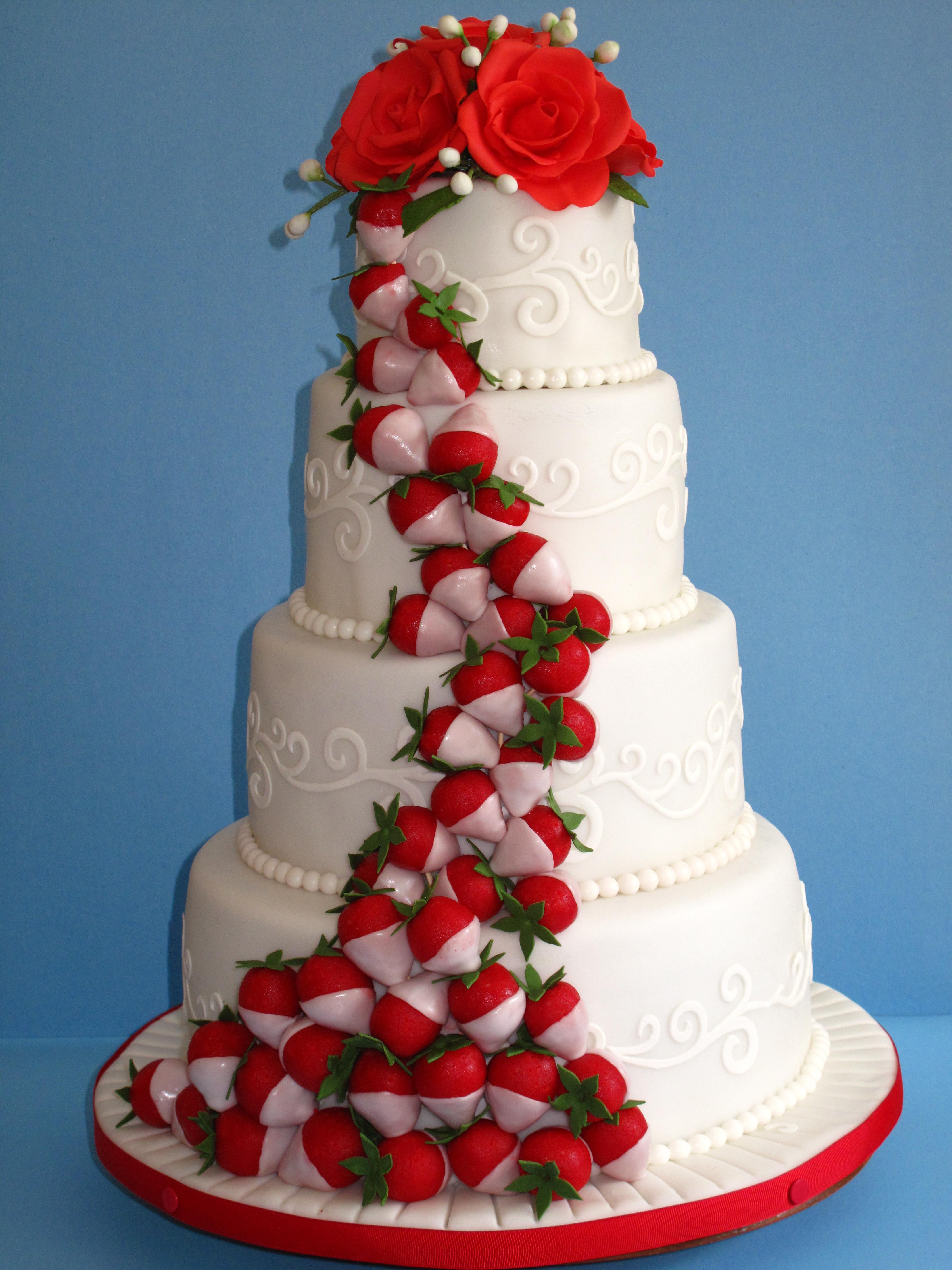 Gâteau de mariage-fraise,fraises:)