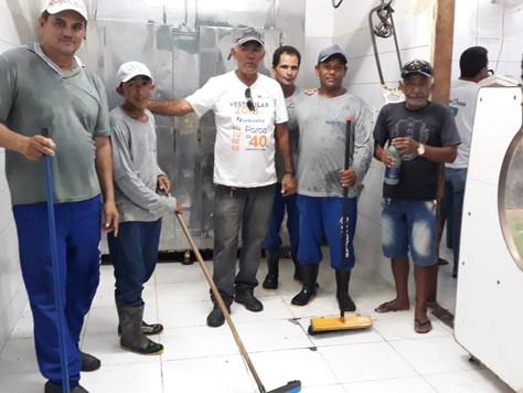 PREFEITURA DE TARAUACÁ REALIZA UM MUTIRÃO DE LIMPEZA NO MERCADO MUNICIPAL