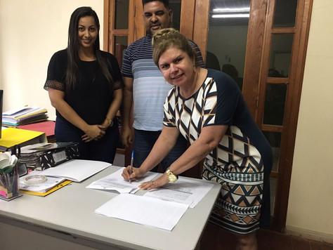 PREFEITA MARILETE VITORINO ASSINA ORDEM DE ENTREGA DE UNIDADE DE SAÚDE FLUVIAL