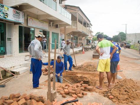 PREFEITURA DE TARAUACÁ REALIZA RECUPERAÇÃO DE BUEIROS NO CENTRO DA CIDADE