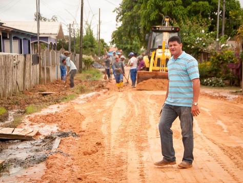 PREFEITURA DE TARAUACÁ INTENSIFICA O TRABALHO DE LIMPEZA E RECUPERAÇÃO DE RUAS