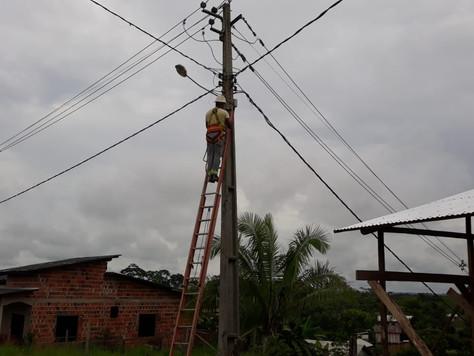 PREFEITURA DE TARAUACÁ FAZ MANUTENÇÃO NA ILUMINAÇÃO PÚBLICA DO BAIRRO CONQUISTA