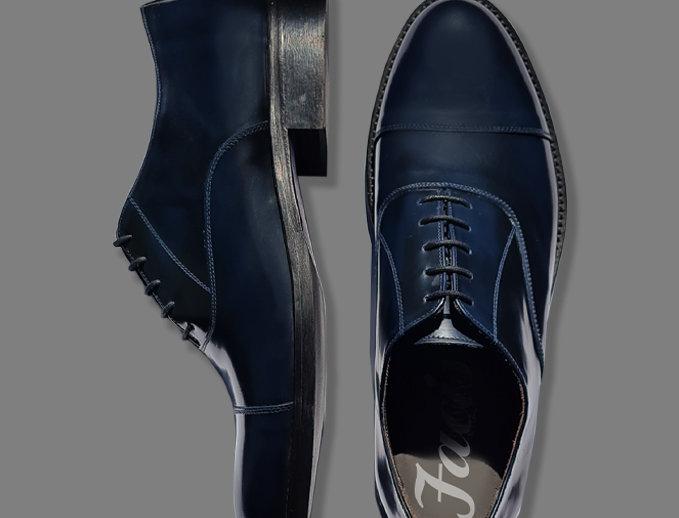 Scarpa classica blu lucida