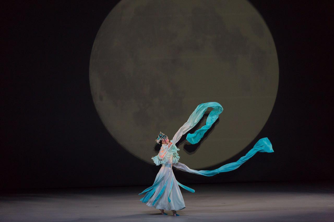 Moon Opera - dance