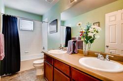7858 S Joplin Ct Englewood CO-large-023-23-Bathroom-1500x1000-72dpi