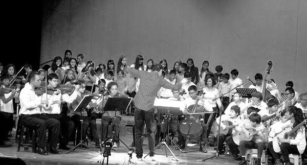 Fil Uno y Qantu Coro y Orquesta
