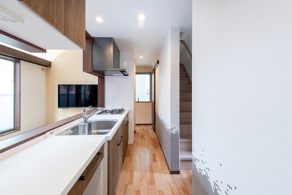 ディンクスの住宅動線上のキッチン