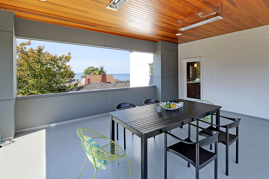 Covered & heated deck w/ VIEW!