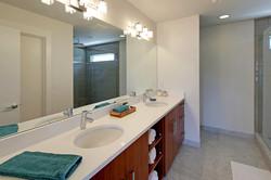 Large master bath w/ dual sinks