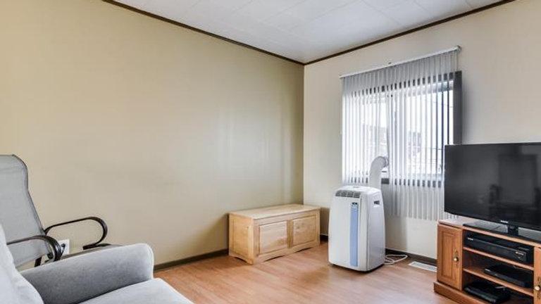 142 rue Larose - 01 mai - 1 Chambre