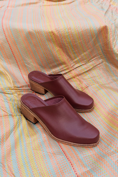 Áraw x Rô Mules Ox Blood
