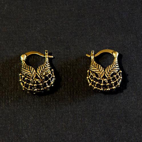 Clasp Leaf Basket Earring