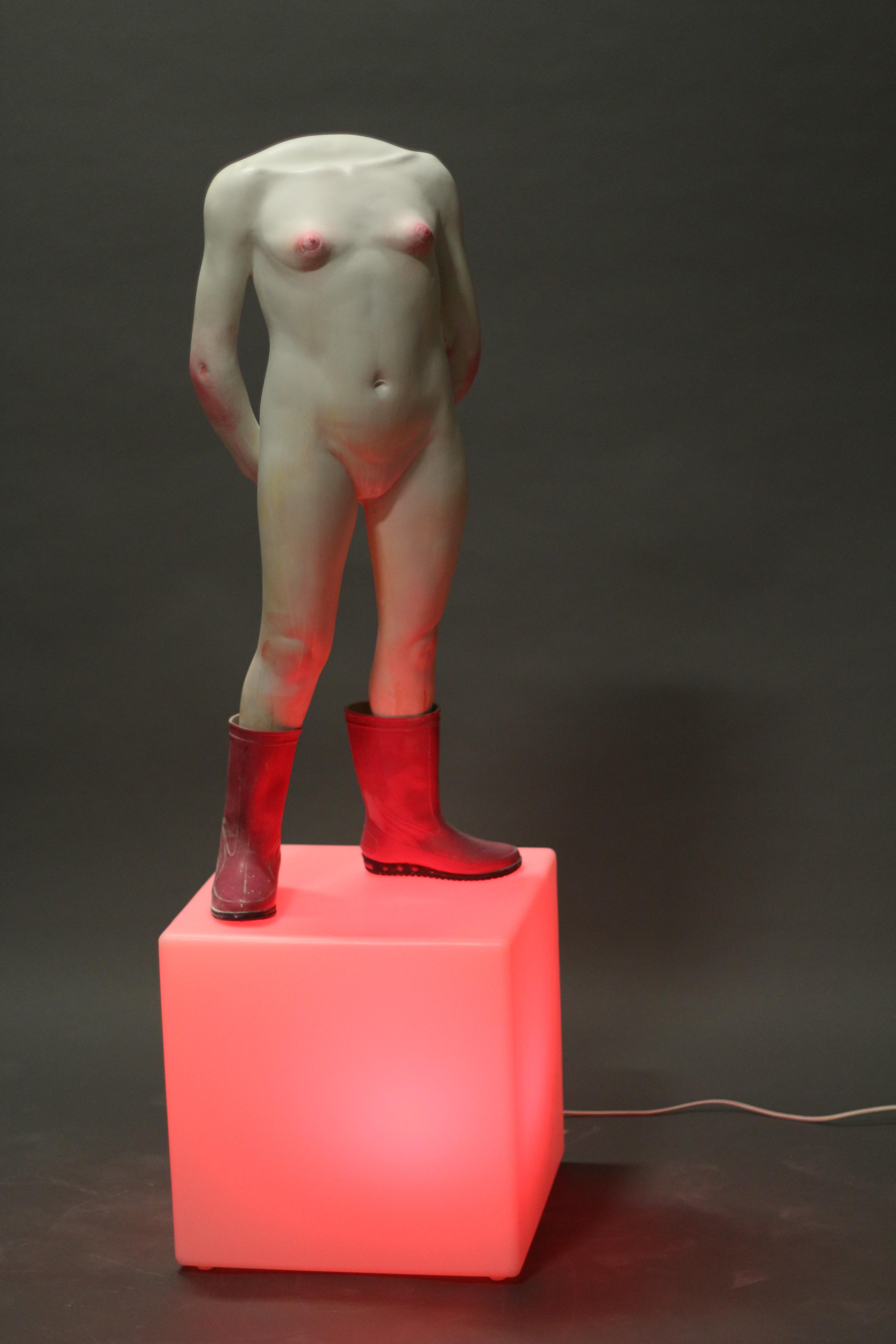 Autoportrait aux bottes roses, 2008