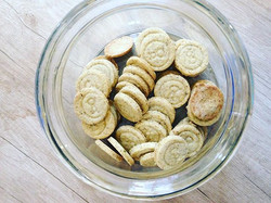 Who wants some #cookies 🍪🍪🍪 they are rich in proteins, calcium and iron • perfect for a daily #br