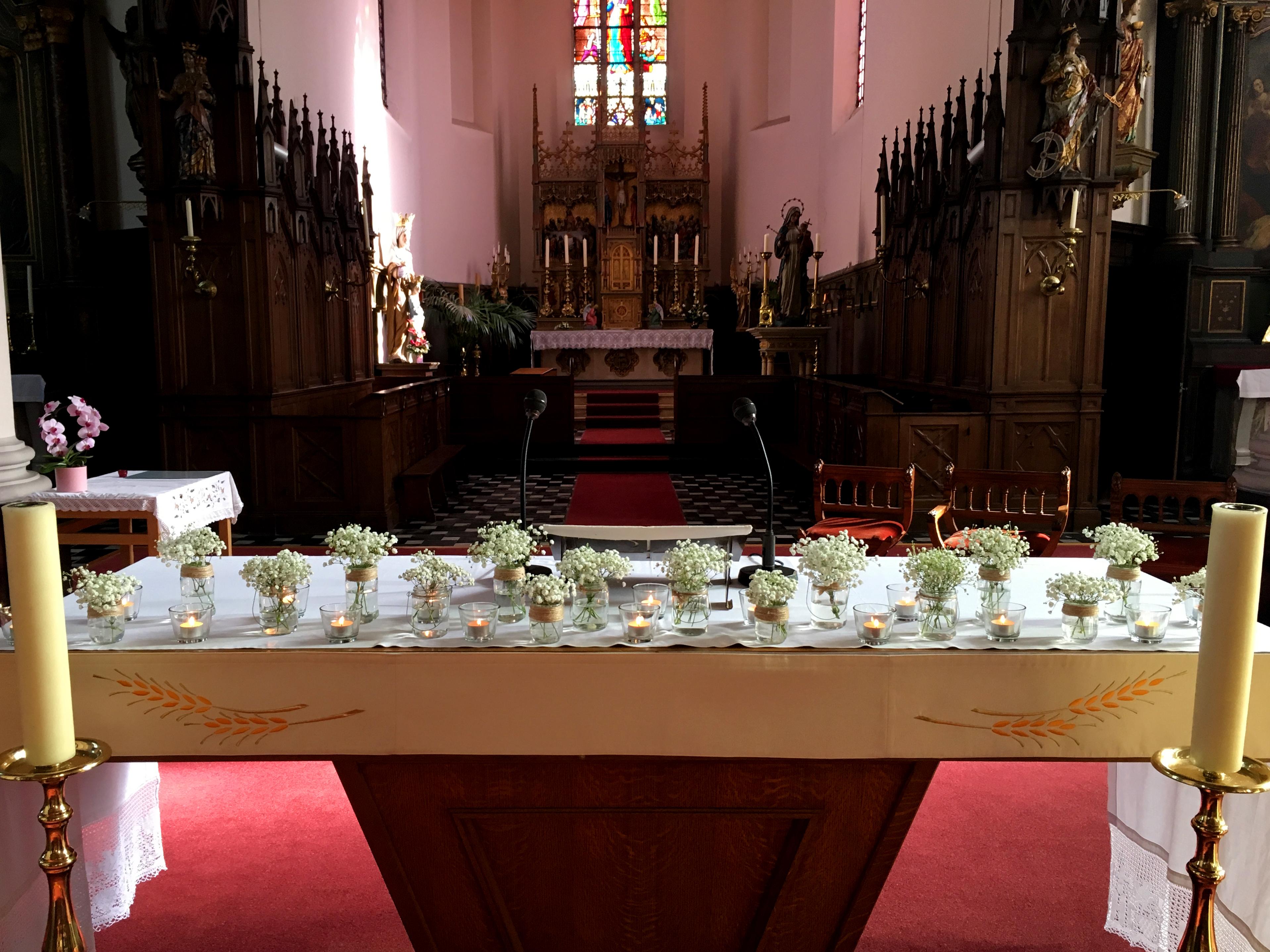 Bloemen vazen trouw kerk