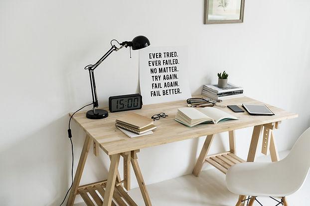workspace-2985783_1920.jpg