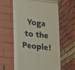 Ik kwam, ik zag en ik geneerde me rot: yoga in groep