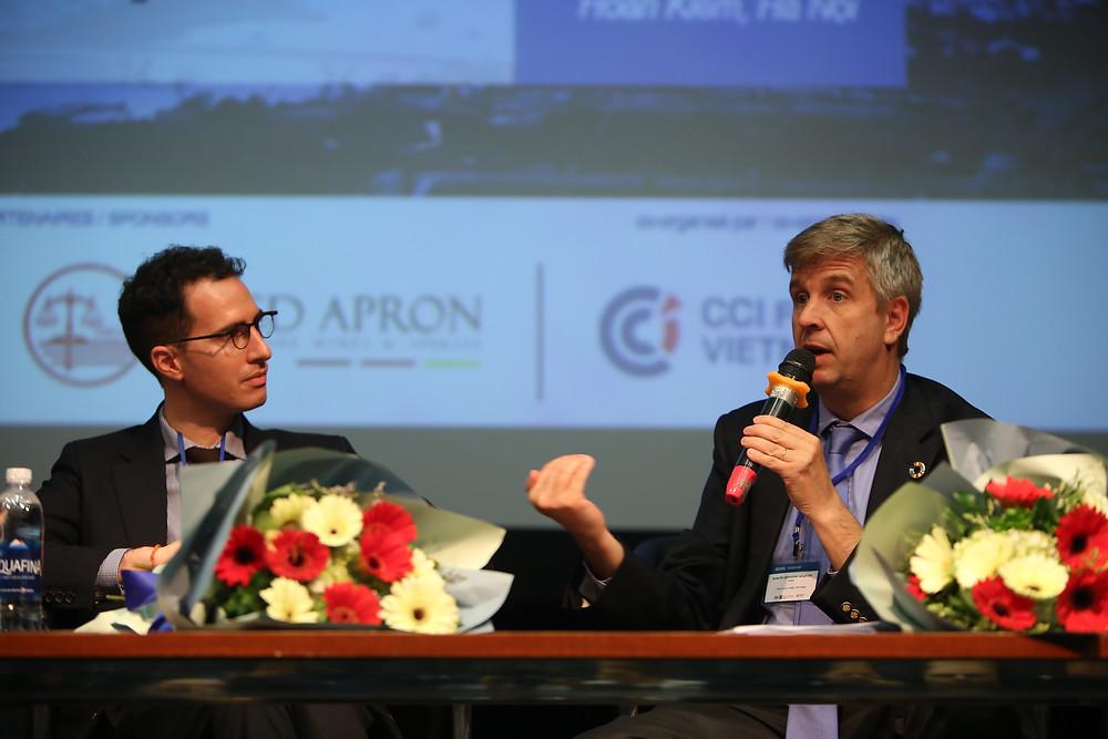 Maître Antoine Logeay (à gauche) et Monsieur Aymar De Liedekerke Beaufort (à droite)