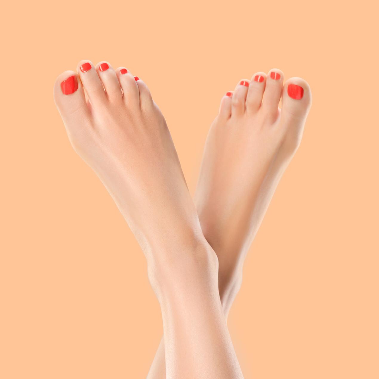 Schmale Fußform einer Schuhträgerin