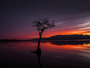 Crépuscule sur le Loch Lomond, premier jour du printemps.